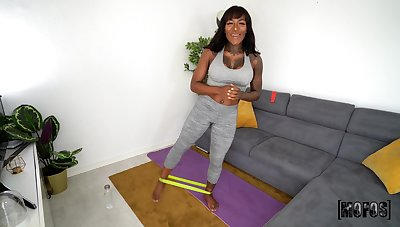 Obese tushie ebony girl Josy Pitch-black spreads her hands to spur a fat dig up