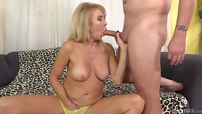 Milf with nice ass, fast sex on the couch with a random scrounger