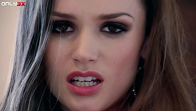 Unlighted knockout Tori Black has a nice bore and she loves masturbating