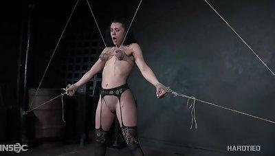 Boobies of submissive promised Maria Jade turn blue during breast bondage