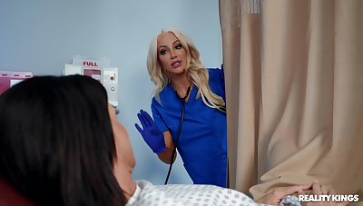 Kinky sluts India Summer and Nicolette Shea have sex alongside a machine