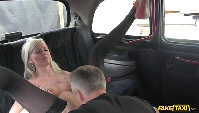 Smoking Hot Blonde Can't Help Keep out Apply to For Seconds Of Cabbie's Cock
